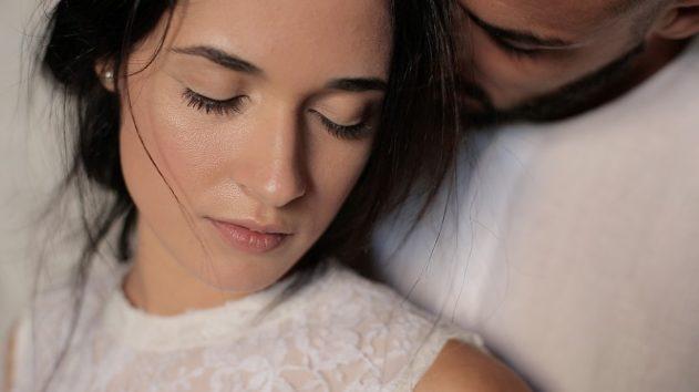 Una romantica coppia nell'isola di Favignana